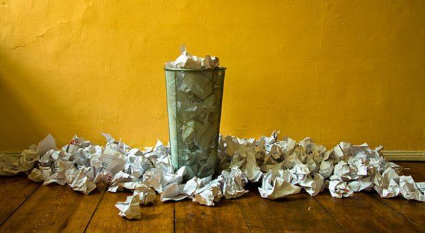 Digitaler Arbeitsplatz? Von wegen! In vielen Büros geht  nach wie vor nichts ohne Papier.