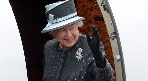 Bye bye! Da kann Queen Elizabeth auch noch so freundlich winken: Sollten die Briten tatsächlich aus der EU austreten, wird es ein schmerzhafter Abschied. Die Folgen eines Brexit bekämen auch deutsche Unternehmen zu spüren.