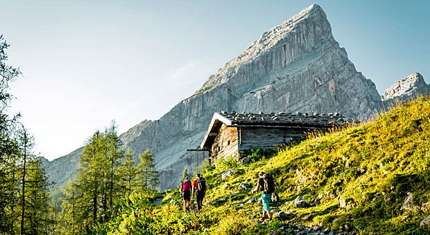 Das Ziel ist die Hütte - wer mehrere Tage in den Bergen unterwegs ist, lässt sich auf ein besonderes Wandererlebnis ein.