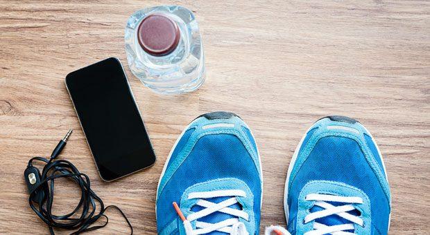 Motivieren Sie Ihre Mitarbeiter, die Sportschuhe anzuziehen und sich fit zu halten, indem Sie Ihnen Fitnesskurse bezahlen. Das lohnt sich auch für Arbeitgeber - dank dem Steuerfreibetrag für Gesundheitsförderung.