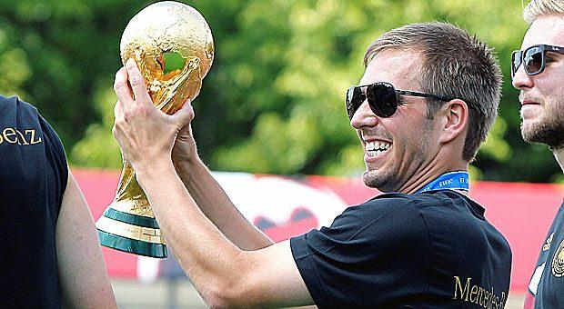 2014 wurde Phillip Lahm mit der deutschen Elf Weltmeister, heute ist er erfolgreicher Gesellschafter und kickt nur noch für den FC Bayern.