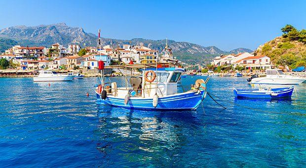 Wie wär's mit einem Sommerurlaub auf Samos? Auf den griechischen Inseln sind im Sommer noch ausreichend Plätze frei.