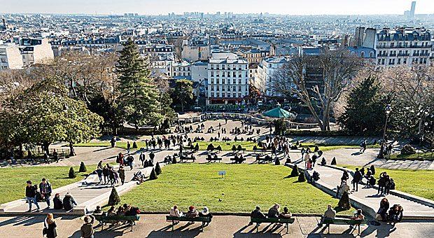 Vom Hügel Montmartre mit der Basilika Sacré-Coeur haben Paris-Besucher einen tollen und kostenlosen Ausblick auf die Stadt.
