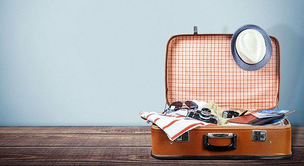 Bevor ein Mitarbeiter den Koffer packt, sollte er seine Urlaubsplanung mit dem Arbeitgeber abstimmen.