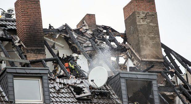 Naturgewalten, beispielsweise ein Hausbrand, können Bewohner in den finanziellen Ruin stürzen. Deshalb ist es wichtig, sich gegen die richtigen Schäden abzusichern.