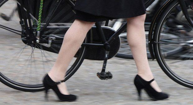 Es muss ja nicht immer gleich ein dicker Dienstwagen sein: Auch Dienstfahrräder können Mitarbeiter glücklich machen - und sorgen obendrein für Bewegung.