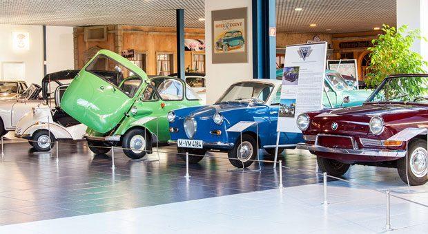 Neben der reinen Ausstellung kann man sich beim EFA Automobilmuseum auch selbst hinter das Lenkrad einiger Klassiker setzen und fahren.