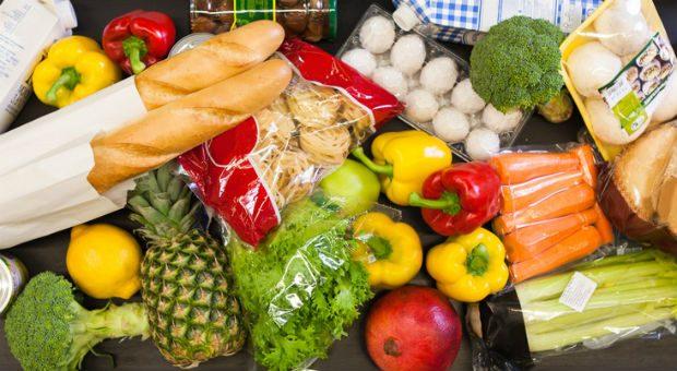 Bei Lebensmitteln ist der Einzelhandel dem Online-Handel noch voraus. Fachleute trauen Amazon jedoch zu, das schon bald zu ändern.