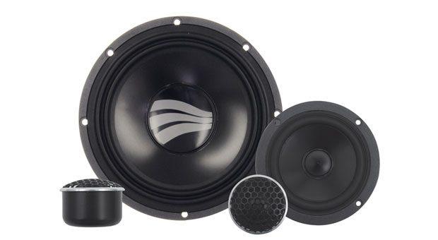Rainbow GL-C 6.3 Active. Das Äquivalent zum guten Boxenpaar daheim: Aufeinander abgestimmte Hoch-, Mittel- und Tieftöner statt der Lautsprecher ab Werk. Diese guten Stücke sind es wert, nicht hinter Standardblenden im Auto versteckt zu werden. Preis: ab 499 Euro, rainbow-audio.de