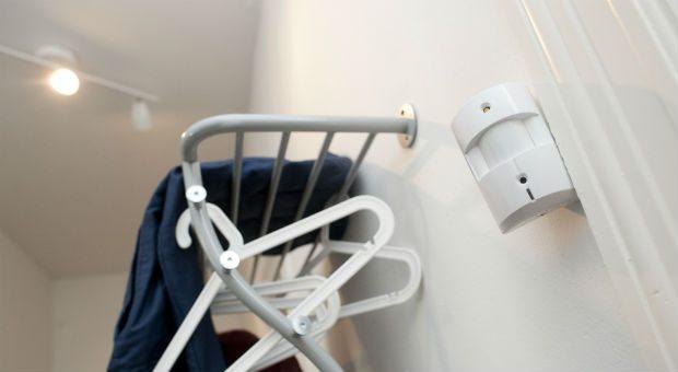 Solche vernetzten Bewegungsmelder können etwa den Bewohner benachrichtigen, wenn etwas in der Wohnung vor sich geht.