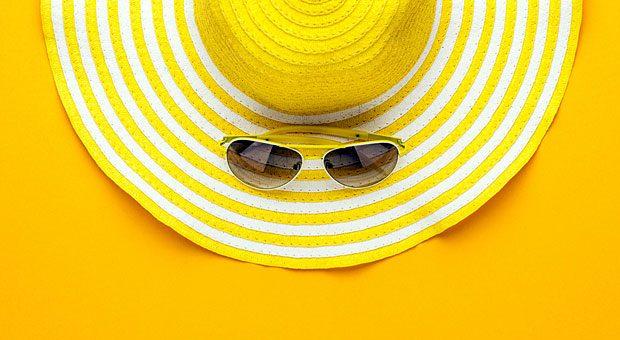 Ihr Mitarbeiter will an den Strand, aber Sie lehnen ab, weil Sie ihn maximal ein paar Tage entbehren können? Das geht nicht: Laut  Urlaubsrecht hat er Anspruch auf zwei Wochen Urlaub am Stück.