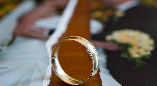 Das Aus einer Ehe hat zunächst keine Auswirkungen auf gemeinsam unterschriebene Verträge. Doch damit fangen die Probleme an.