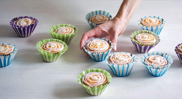 Aufgaben verteilen ist leider nicht so einfach wie Kuchen verteilen: Der Chef sollte sich vorher überlegen, welcher Mitarbeiter für welche Aufgabe geeignet ist - und wie viel Kontrolle nötig ist.
