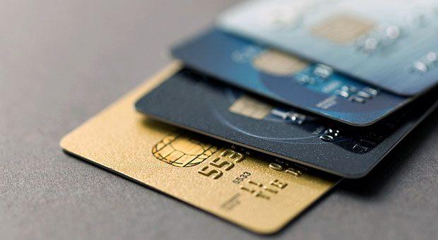 Teure Vielfalt: Für Kreditkarten und EC-Karten verlangen immer mehr Banken inzwischen Gebühren.