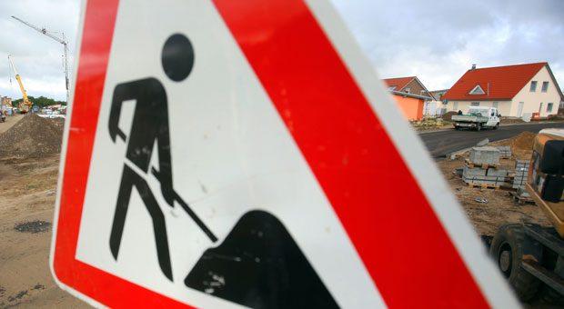 Stopp auf der Baustelle: Wenn die Baufirma Pleite geht, muss der Insolvenzverwalter erst den Weiterbau erlauben.
