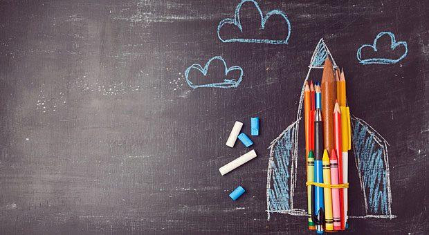 Ein bisschen mehr als ein paar Buntstifte brauchen Sie zwar schon zum Durchstarten. Der Einstieg ins Content Marketing kann aber auch mit wenig  Zeit und Geld gelingen.