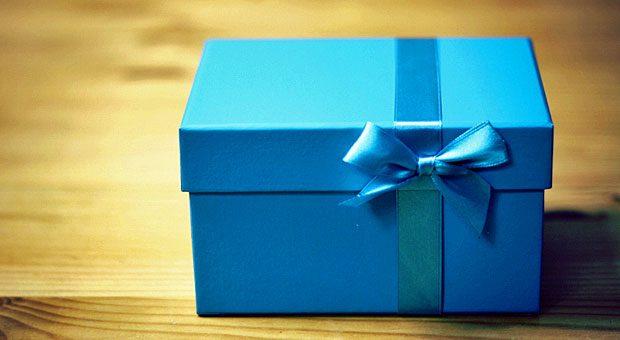So liebevoll verpacken müssen Sie Ihre Werbeartikel zwar nicht. Dennoch gilt: Bei der Übergabe sollte deutlich werden, dass das Geschenk etwas Wertiges ist.