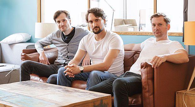 """Die Gründer von """"Adjust"""": Manuel Kniep, Paul H. Müller und Christian Henschel (von links) laden ihre Mitarbeiter einmal im Jahr in den Urlaub ein."""