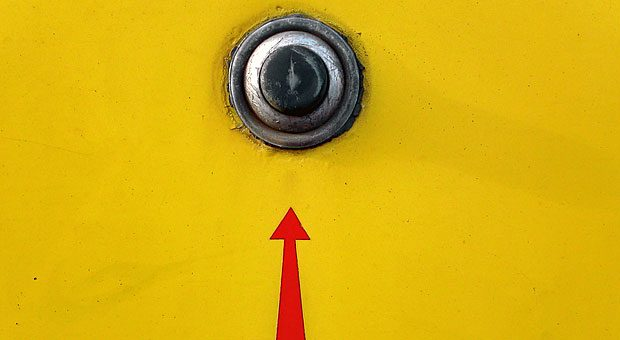 Dieser Klingelknopf erfüllt viele Merkmale eines guten Call-To-Action-Buttons: Er ist oben platziert, fällt ins Auge und es ist sofort erkennbar, dass man ihn drücken kann. Fehlt eigentlich nur der auffordernde Text ...