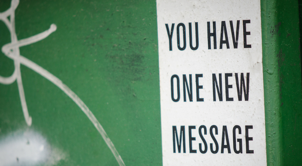 Nach dem Urlaub nur eine Nachricht im Postfach. Wer sein E-Mail-Postfach aufräumt, kann das schaffen.