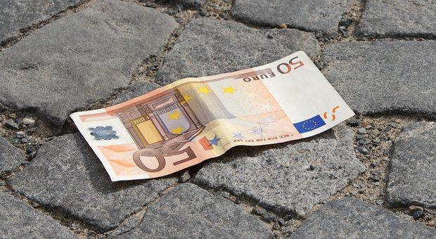 Das Geld liegt selten auf der Straße. Freiberufler müssen es sich hart verdienen, umso ärgerlicher, wenn durch Fehler bei Honorverhandlungen der Umsatz nicht wächst.