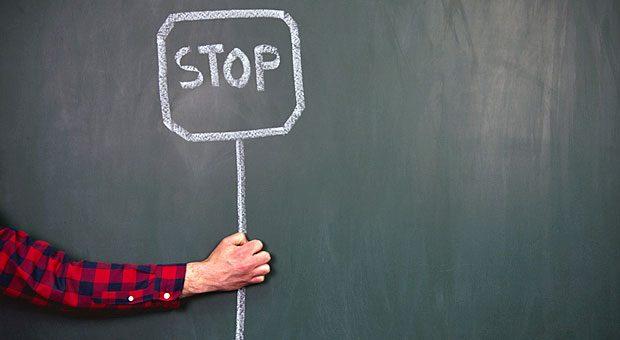 """Wenn ein Kunde ständig Grenzen überschreitet, ist es irgendwann Zeit, """"Stop"""" zu sagen - und die Geschäftsbeziehung zu beenden."""