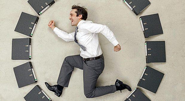 Zu viele Termine, zu wenig Freizeit: Viele Selbstständige fühlen sich wie in einem Hamsterrad. Lernen Sie, Grenzen zu setzen, um dauerhaften Stress zu vermeiden.