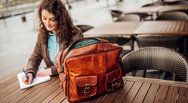 Auch der Lederwarenhandel Gusti Leder in Rostock nutzt die sozialen Medien als Marketingstrategie.