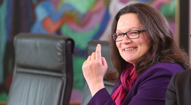 Arbeitgeber aufgepasst, die Mindestlohn-Erhöhung kommt: Das Bundeskabinett stimmte am Mittwoch der Verordnung von Arbeitsministerin Andrea Nahles (Bild)  zu.