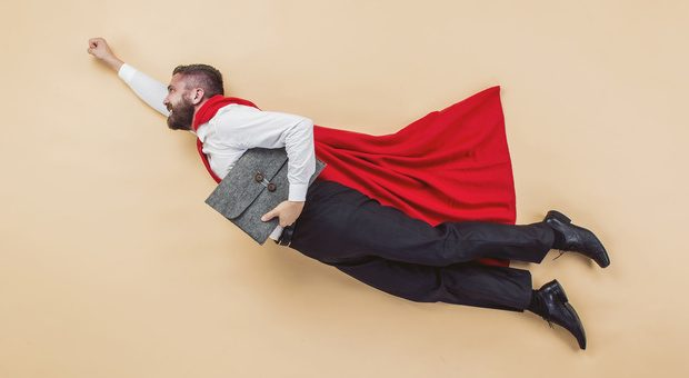 Wie Superman kam sich Geschäftsführer Waldemar Zeiler vor. Das soll sich nun ändern. Seine Mitarbeiter entscheiden jetzt zum Beispiel selbst über ihr Gehalt. Übrigens: der Herr auf dem Foto ist weder Superman noch Waldemar Zeiler.