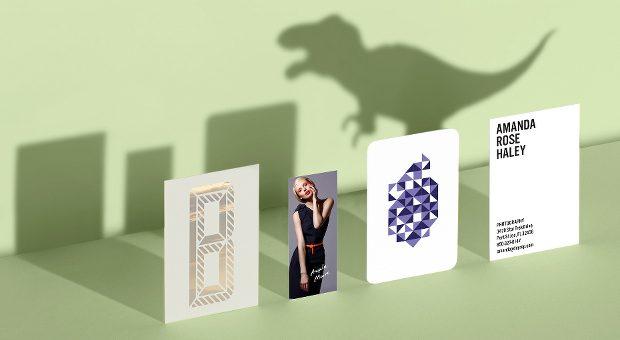 """""""Die Visitenkarte ist ein Qualitätsdinosaurier"""", sagt Knigge-Experte Jan Schaumann. Der Visitenkarten-Knigge hilft, erfolgreich mit neuen Kunden und Geschäftspartnern zu kommunizieren."""