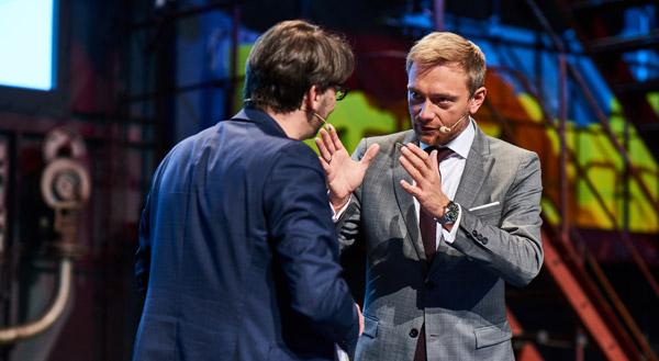 Was passiert, wenn man in Deutschland als Unternehmer scheitert? FDP-Chef (r.) Christian Lindner hat das als junger Mann erlebt. Das erzählte er nicht nur impulse-Chefredakteur Nikolaus Förster, sondern auch 300 Konferenzteilnehmern.