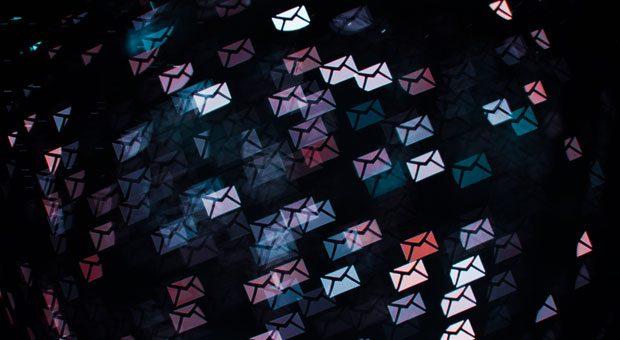 Unter all den Geschäftsmails, die Unternehmer jede Woche schreiben, sind oft auch englische dabei. Mit einfachen Tipps klingen die Mails nicht mehr so gestelzt.