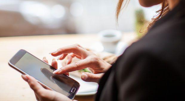 Das Handy ist unser ständige Begleiter. Aus Respekt vor seinem Gegenüber sollte man es aber manchmal lieber in der Tasche lassen.
