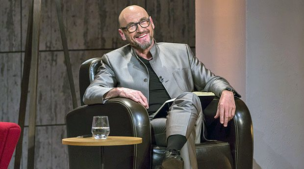"""Auf diesem Stuhl wird in der 4. Staffel von """"Die Höhle der Löwen"""" ein anderer Investor Platz nehmen: Jochen Schweizer verlässt die Show."""