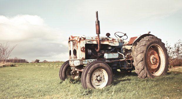 """""""Der tut's doch noch"""", heißt es oft. Doch reicht es, dass der Traktor noch fährt oder die Maschine noch läuft? Würde es sich nicht doch auszahlen, ein neues, modernes Gerät anzuschaffen? Um das herauszufinden, muss man den optimalen Ersatzzeitpunkt berechnen."""