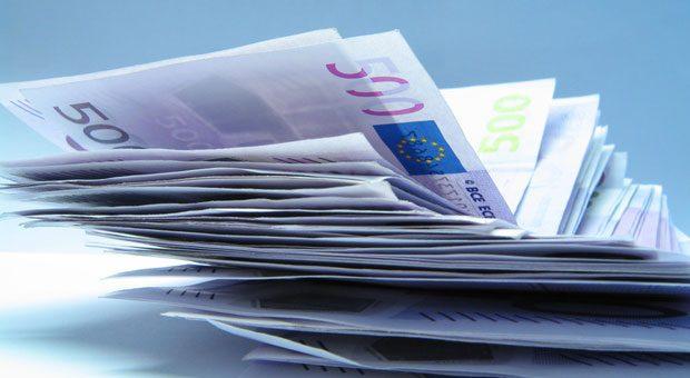 Wer eine große Summe Geld geerbt hat, fragt sich oft: Wohin mit dem Geld? Wie man es anlegt, kommt vor allem drauf an, wann man darauf zugreifen will.