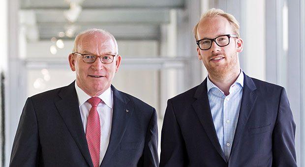 Martin Viessmann (links), Familienunternehmer des Jahres, und sein Sohn Maximilian in der Firmenzentrale im hessischen Allendorf.