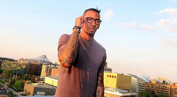 Das Erfolgsrezept von Jerome Boateng auf Instagram: Der Fußballer postet täglich Bilder seines Outfits und macht so Werbung für verschiedene Modeausstatter und seine eigene Brillen-Kollektion.