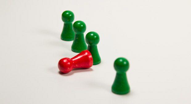 Und raus bist du? Wenn Mitarbeiter Angst vor einem Jobverlust haben, ist es besonders wichtig, dass Chefs Entscheidungen umfassend und zeitnah kommunizieren.