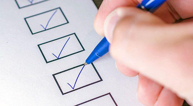 Alles erledigt? Unsere Checkliste hilft bei der Vorbereitung, wenn neue Mitarbeiter im Unternehmen anfangen.