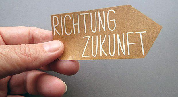 """Da geht's lang! """"Auch wenn ich heute nicht mehr genau vorgebe: 'Wir machen dieses Jahr das und nächstes Jahr das', muss trotzdem klar sein: 'Wo wollen wir ankommen?' """", sagt Digitalisierungsberaterin Birgit Ströbel."""