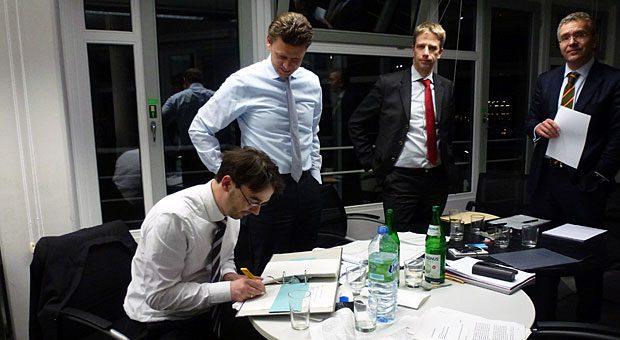 Der Moment des Management-Buy-outs: Vor vier Jahren, am 9. Januar 2013, unterzeichnete Nikolaus Förster den impulse-Kaufvertrag.