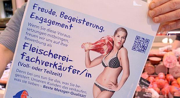 Was zeichnet den Beruf als Fleischverkäuferin aus? Na klar: Man trägt Bikini und schwingt die Fleischkeule. Dieses und acht andere Beispiele zeigen, wie Sie Stellenanzeigen lieber nicht gestalten sollten.