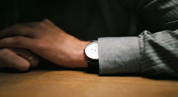 Wenn sie öfter einen Blick auf ihre Armbanduhr werfen würden, hätten sich die Unpünktlichen nicht solche kuriosen Ausreden für ihre Verspätung einfallen lassen müssen.