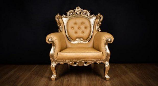 Bei manchen Möbelstücken geht es um das edle Aussehen - beim Bürostuhl zählt vor allem, dass er die richtigen Eigenschaften mitbringt, damit man wie ein König sitzt.