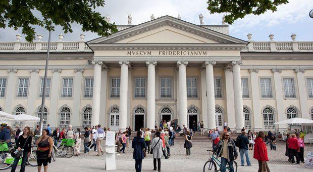 Die documenta findet alle fünf Jahre in Kassel statt, auch im Museum Fridericianum.