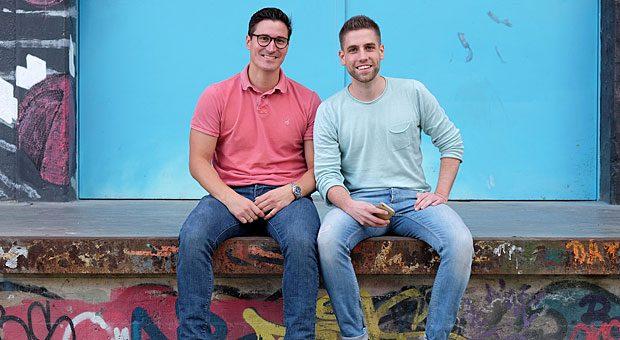 """Carlo Ulbrich (links) und Benny Bennet Jürgens (rechts) haben die Jury überzeugt: Mit ihrem Start-up """"Nect"""" haben sie den Hamburger Businessplan-Wettbewerb """"Gründergeist 2017"""" gewonnen."""