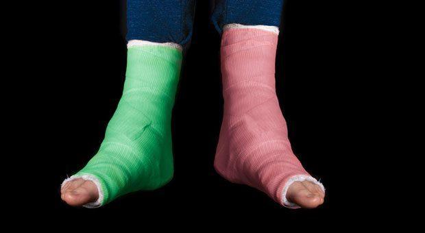 Nicht nur beim Sport können Sie am Ende des Tages mit zwei gebrochenen Füßen nach Hause gehen. Auch im Arbeitsleben läuft nicht immer alles rund. Dann heißt es aufstehen und weitermachen, denn irgendwann heilen alle Wunden.