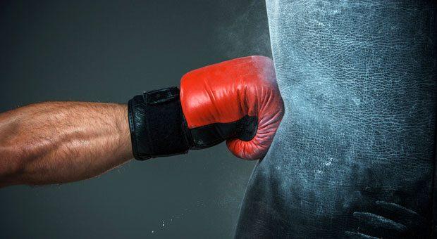 Das hat gesessen! Gründerwettbewerbe laufen nicht immer zivilisiert ab - in München treten Start-ups im Boxring gegeneinander an.